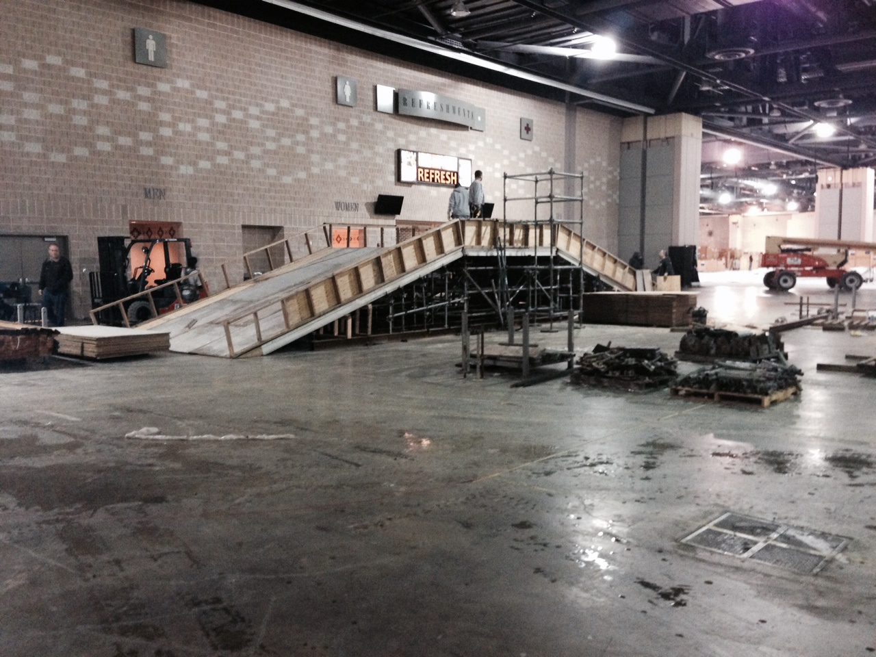 Superior scaffold, (215) 743-2200, scaffold rental, scaffolding rental, suspended, PA, Philadelphia, philly, phila, rent, ladders, building materials, equipment rental, de, nj, md, nyc, auto, toyota, cars, trucks, auto, show