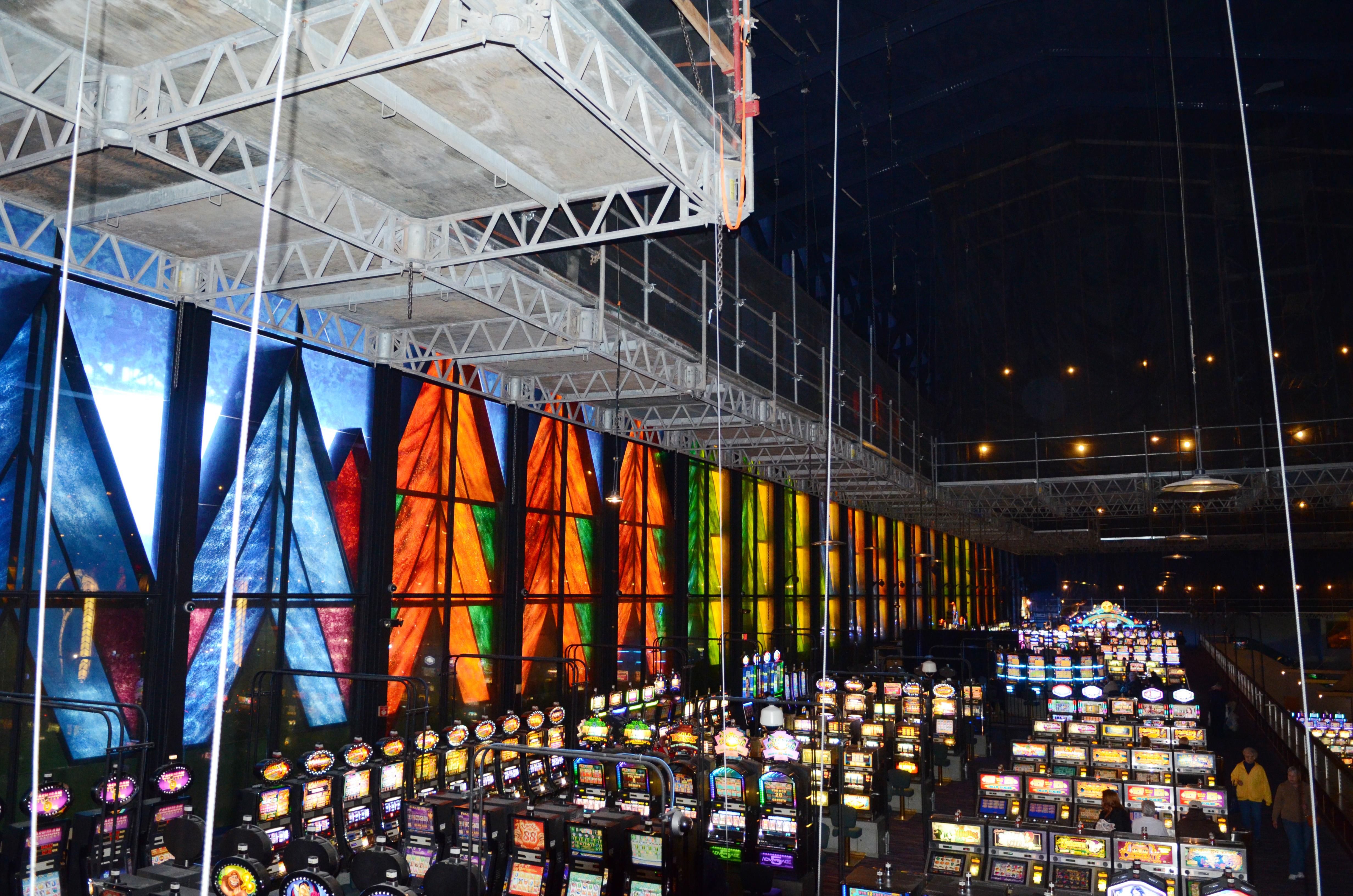 Seneca Niagara Casino, Niagara Falls, NY, Superior Scaffold, scaffolding, multipoint suspended scaffold, equipment, rentals, 215 743-2200